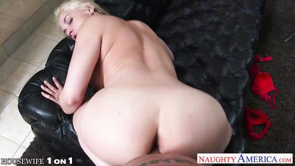 Трах блондинки Sarah Vandella с очень глубокой глоткой